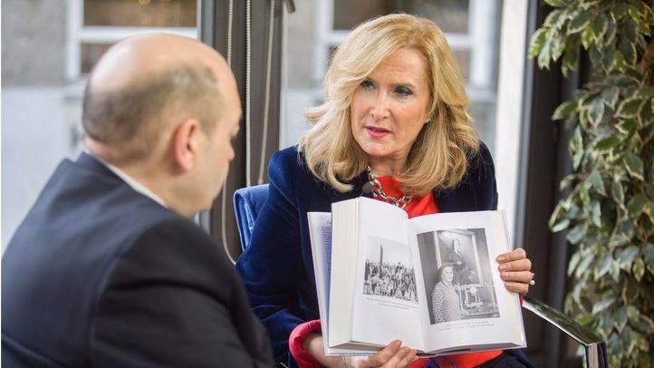 Entrevista a Nieves Herrero por la presentación de su nuevo libro 'Carmen' en la terraza de Gran Vía.