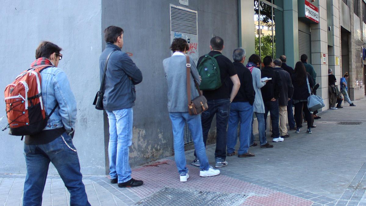 Noviembre deja personas fuera de las listas del paro for Oficina de paro madrid