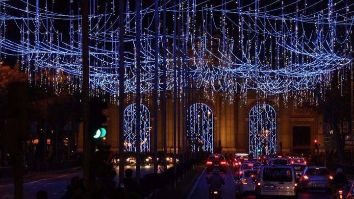 Luces navideñas en la Puerta de Alcalá.