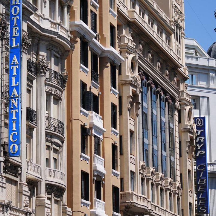 Crece el turismo en Madrid frente a la caída del catalán