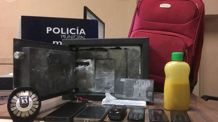 Arrestados dos estafadores con billetes tintados