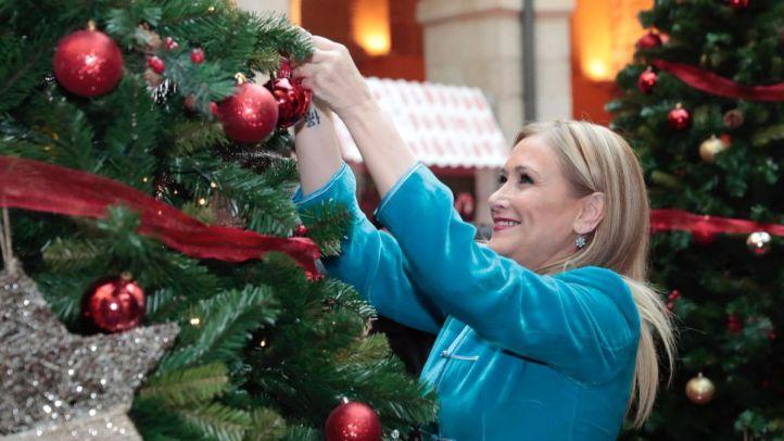 La presidenta de la Comunidad, Cristina Cifuentes, inaugura las actividades navideñas en la Real Casa de Correos.