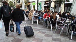 Carmena permitirá el alquiler de pisos turísticos tres meses al año sin licencia