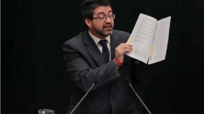 Carmena destituye a Sánchez Mato por no defender el PEF