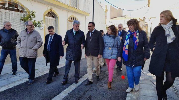 El secretario de Estado de Hacienda, José Enrique Fernández de Moya, en el centro, este lunes