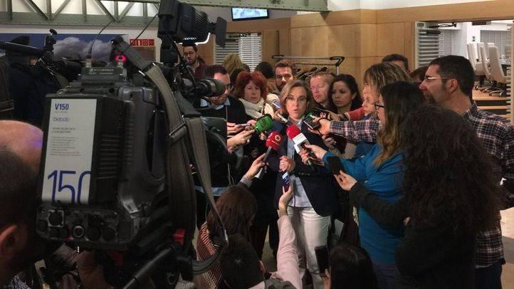 Purificación Causapié atiende a los medios tras el Pleno del PEF.