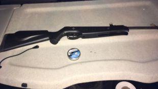Detenidos tres chicos por disparar balines en Barajas