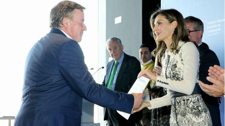 Su Majestad la Reina entrega una mención de honor del Premio a la Acción Magistral 2017 a un proyecto educativo madrileño para prevenir la homofobia
