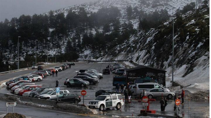 Gonzalo defiende que el parking de Navacerrada siga siendo gratis