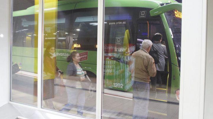 Dos jóvenes, abrasados por un líquido sospechoso en un bus
