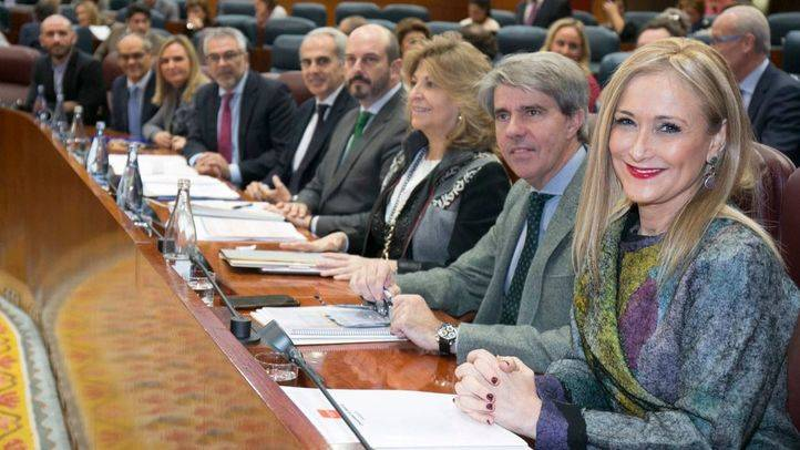 Cifuentes, junto a sus consejeros, en el primer día de debate de las enmiendas a los Presupuestos de 2018