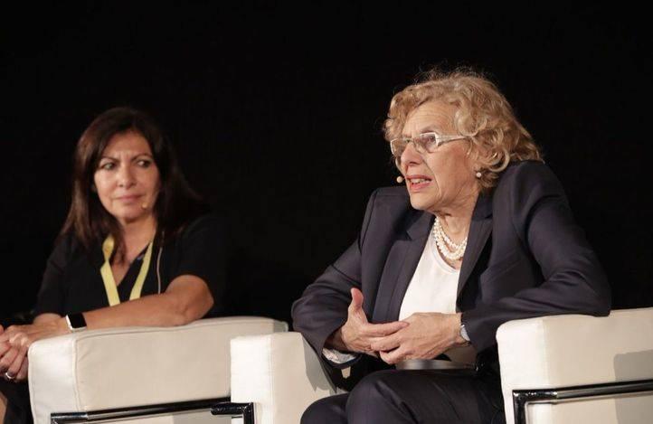 Las alcaldesas de París y Madrid, Anne Hidalgo y Manuela Carmena, en un acto conjunto.