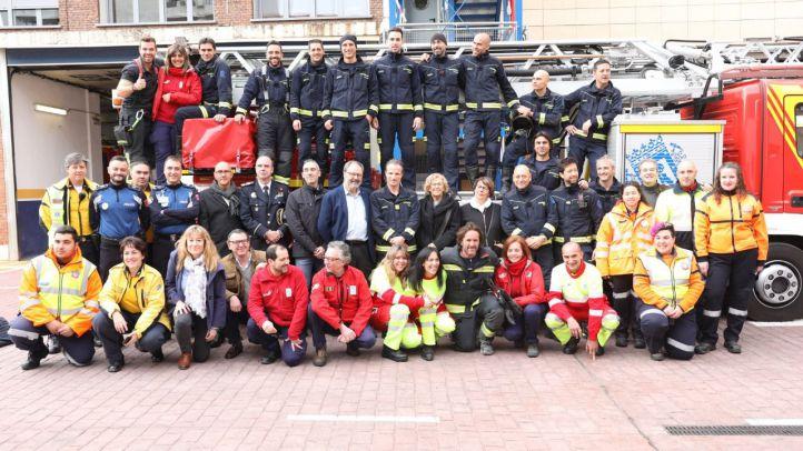 Carmena felicita la Navidad a Policía, Bomberos y Samur