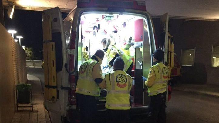 Cuatro heridos al descolgarse un ascensor desde un cuarto