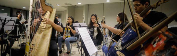 Los instrumentos reciclados de la Orquesta de Cateura sonarán en un abarrotado Teatro Real