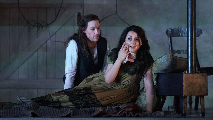 'La Bohème' salta del Teatro Real a Facebook y al AVE