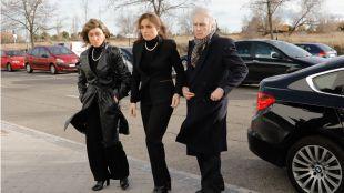 Familiares y amigos dan el último adiós a Carmen Franco