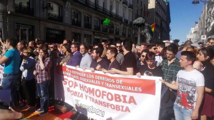 Concentración contra las agresiones a personas LGTB en Sol.