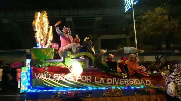 La carroza de Orgullo Vallekano en la Cabalgata de Reyes de Vallecas.