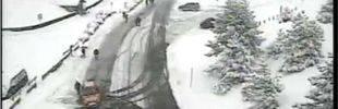 La nieve cierra carreteras y llama a la capital