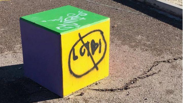 Pintadas contra el colectivo LGTBi en Torrelodones