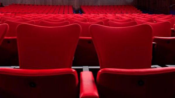 El teatro vuelve a un modelo de dirección unipersonal.
