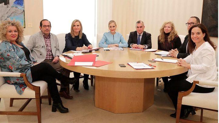Los alcaldes afectados por la línea C-3 de Cercanías se reúnen con la presidenta de la Comunidad, Cristina Cifuentes.