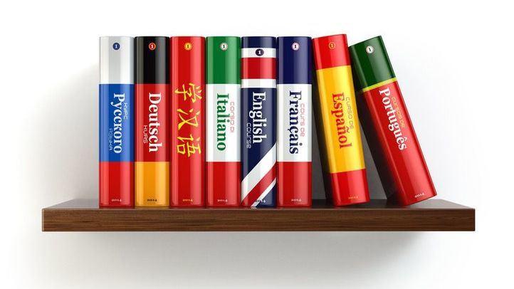 Foto de archivo de diccionarios de idiomas
