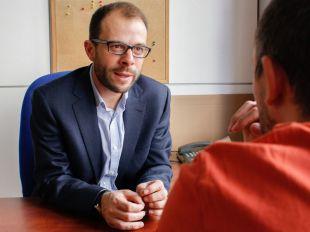 El PSOE pide la retirada del decreto de pisos turísticos