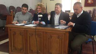 Firma del acuerdo por el cual InPar entra en el Gobierno de Aranjuez.