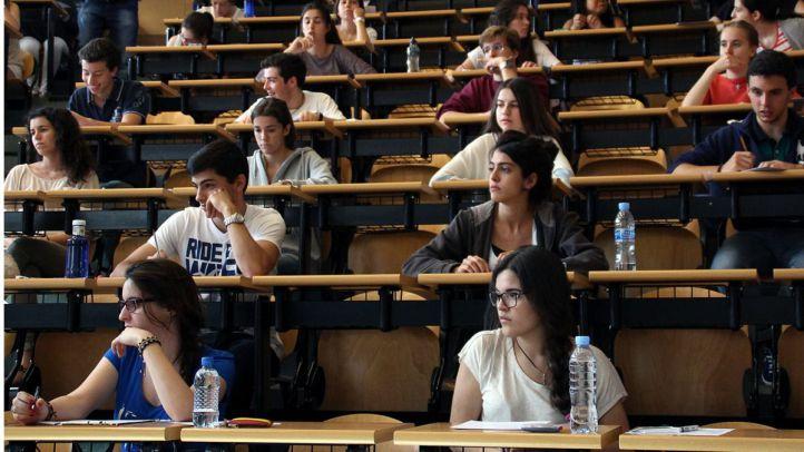 Selectividad. Alumnos realizando las Pruebas de Acceso a la Universidad.