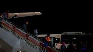 Llegada de refugiados al aeropuerto.