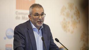 El consejero de Políticas Sociales se disculpa por distinguir entre niños