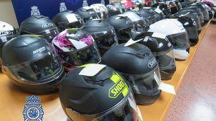La Policía recupera 35 cascos de moto robados en Madrid