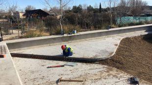 Construcción del estanque para las tortugas en el centro de fauna de Navas del Rey
