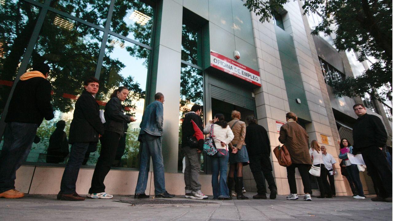 El paro cae personas en todo 2017 madridiario for Numero de la oficina del inem