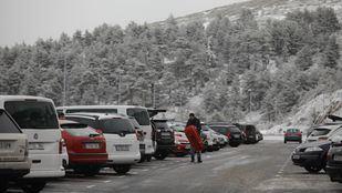 Retenciones y parkings llenos en Rascafría, Cotos y Navacerrada