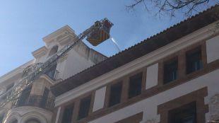 Incendio en un edificio en obras en la calle Fortuny