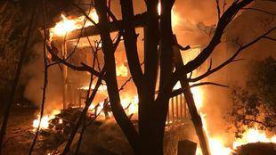Un incendio arrasa un chalet en Colmenar del Arroyo