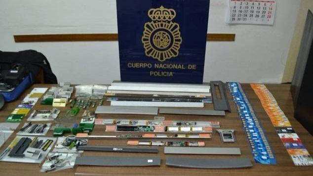 Detenidos por clonar tarjetas en cajeros