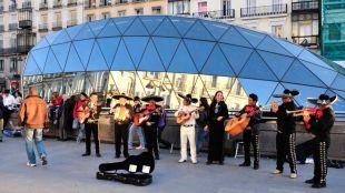 Imagen de archivo de músicos callejeros en la Puerta del Sol.