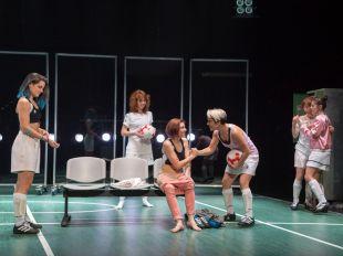 Playoff: teatro en un vestuario de fútbol femenino
