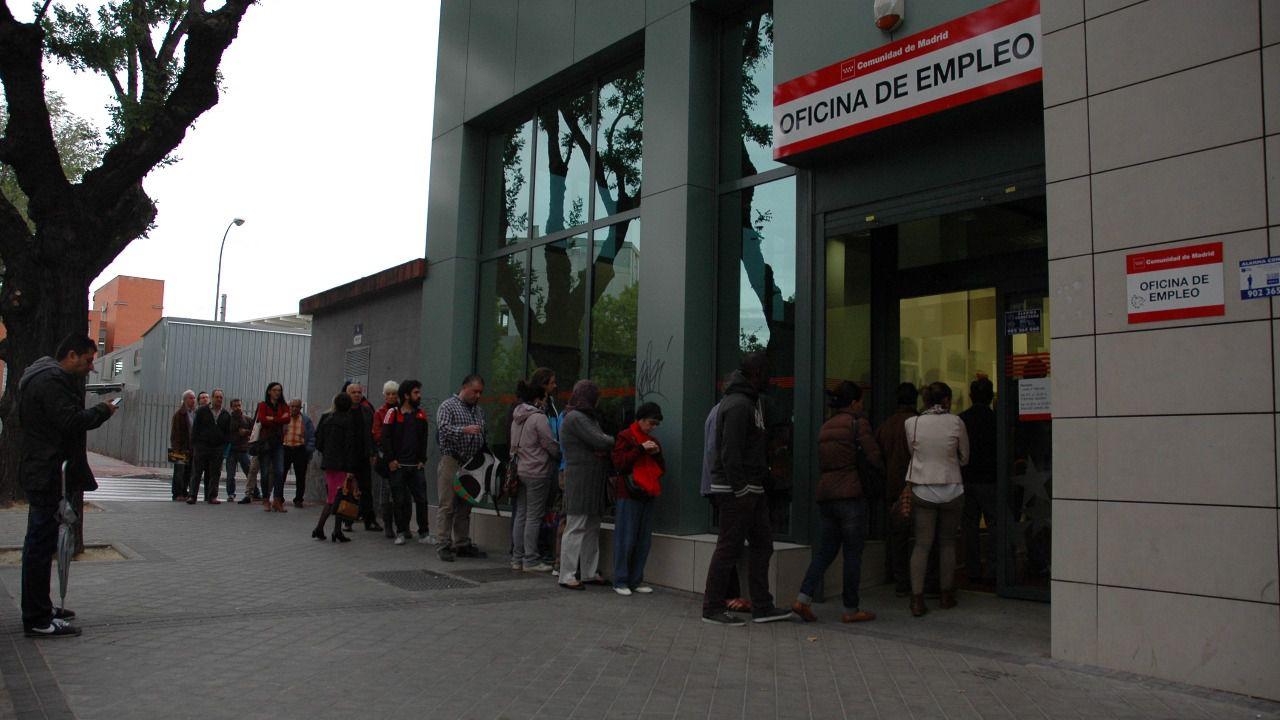 M s desempleo en enero sube tras el fin de navidad for Oficinas inem madrid