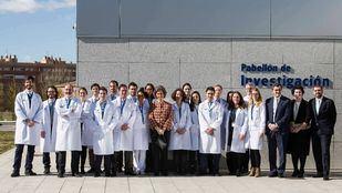 La Reina Sofía conoce los avances en el control del Parkinson en el HM CINAC