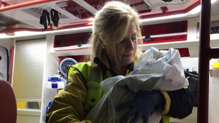 Emergencias Madrid comprueba que está en perfecto estado de salud y es trasladada para revisión pediátrica a La Paz.