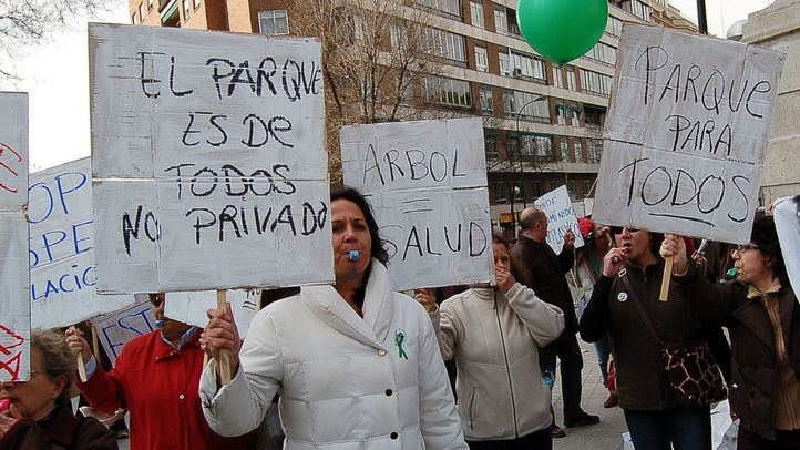 Protesta de los vecinos de Chamberí el día de la inauguración del campo de golf del Canal.
