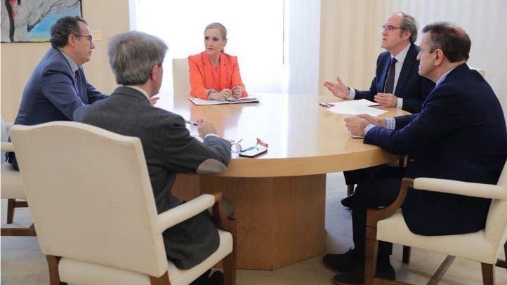 De izquierda a derecha, Garrido, Ossorio, Cifuentes, Gabilondo y Franco en la primera reunión del pacto por la regeneración
