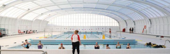 Usera: los vecinos de Moscardó recuperan su piscina