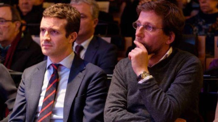 Casado deja su candidatura en manos de Rajoy