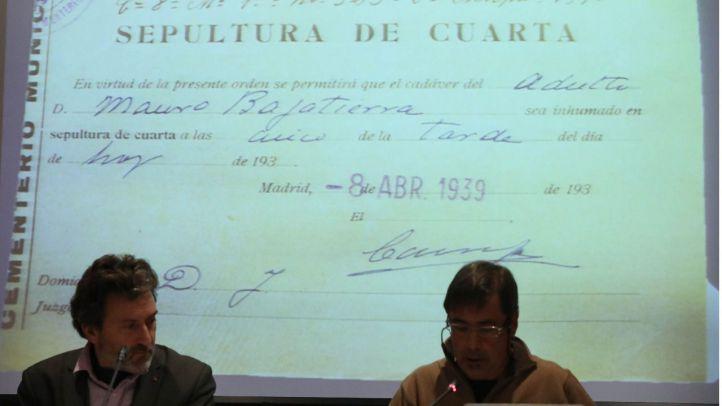 El tercer teniente de alcalde, Mauricio Valiente, y el historiador y profesor Fernando Hernández, en la presentación esta mañana del informe